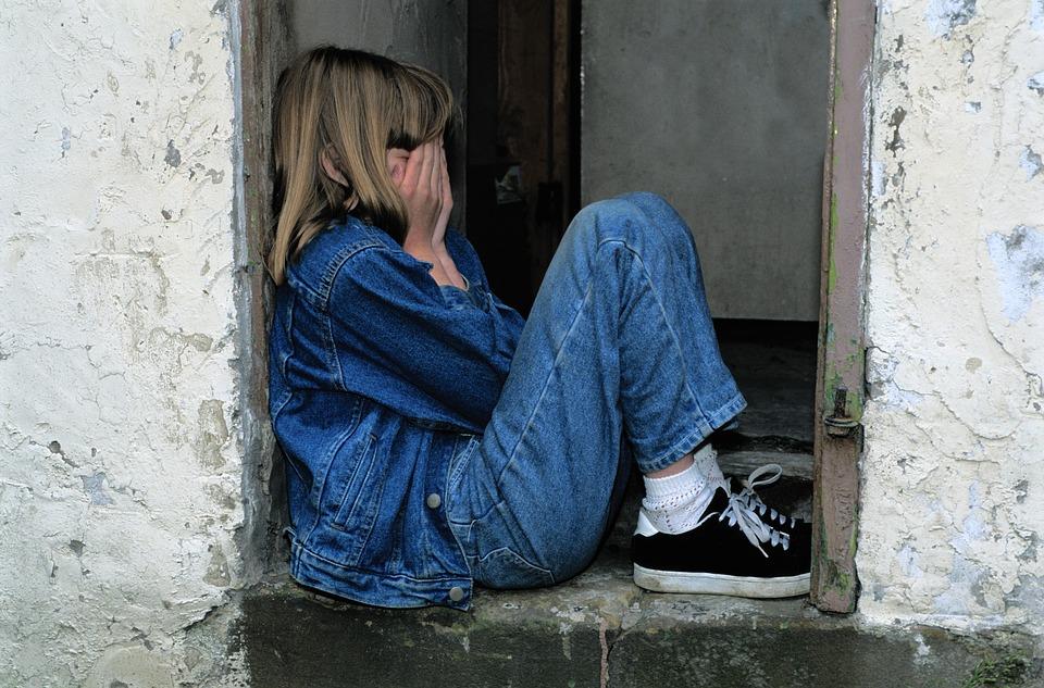 child-sitting-1816400_960_720