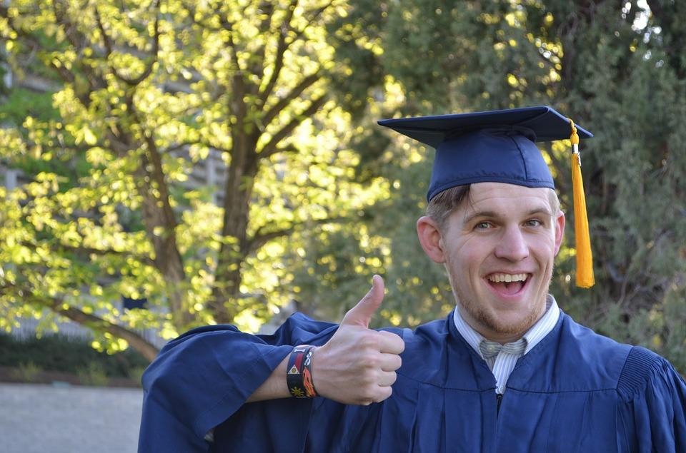 graduation-879941_960_720 (1)
