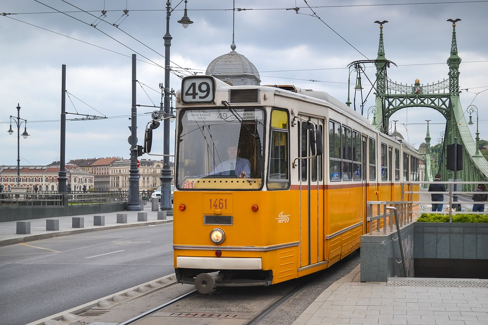 tram-1987021_960_720