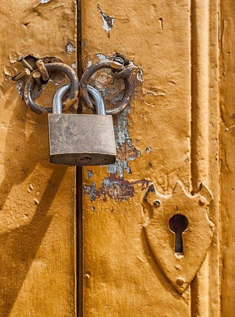 padlock-door-lock-key-hole-67537