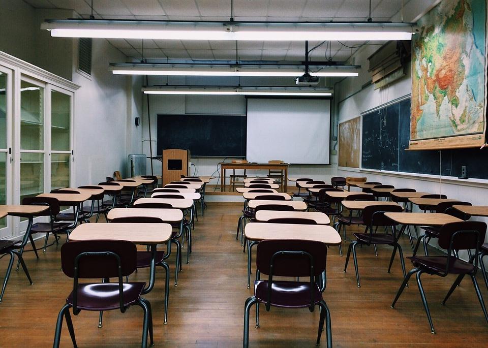 classroom-2093743_960_720 (1)