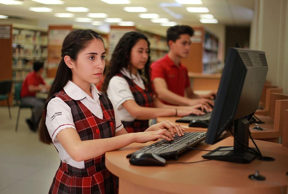 students-2821600_960_720
