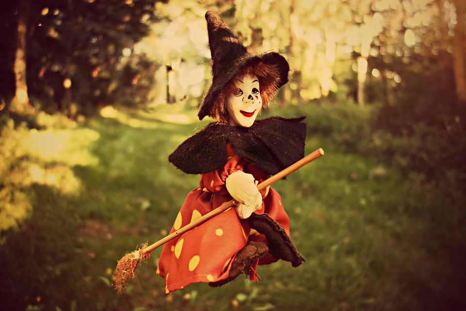 witch-1606525_960_720